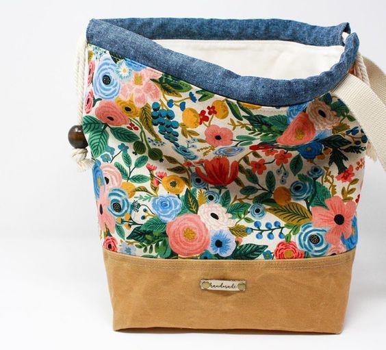 Imagen de producto: https://tienda.costuradiccion.com/img/articulos/secundarias13475-tela-wildwood-garden-party-azul-loneta-media-yarda-11.jpg