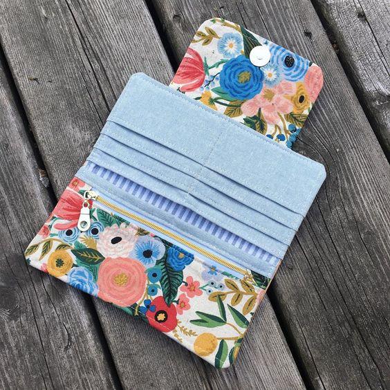 Imagen de producto: https://tienda.costuradiccion.com/img/articulos/secundarias13475-tela-wildwood-garden-party-azul-loneta-media-yarda-5.jpg