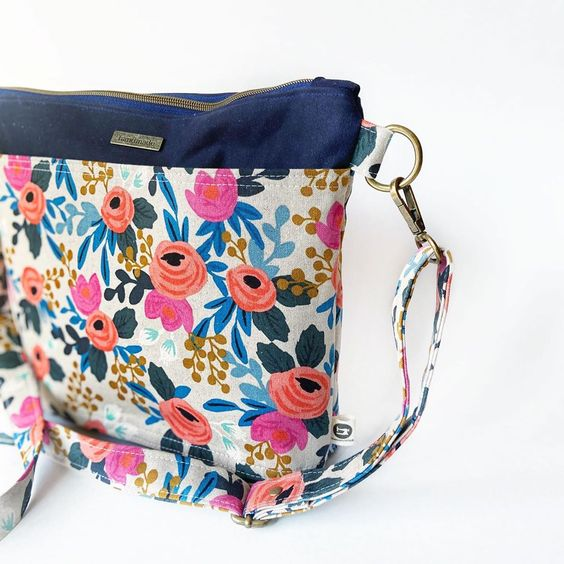 Imagen de producto: https://tienda.costuradiccion.com/img/articulos/secundarias13478-tela-les-fleurs-rosa-floral-loneta-crudo-media-yarda-10.jpg