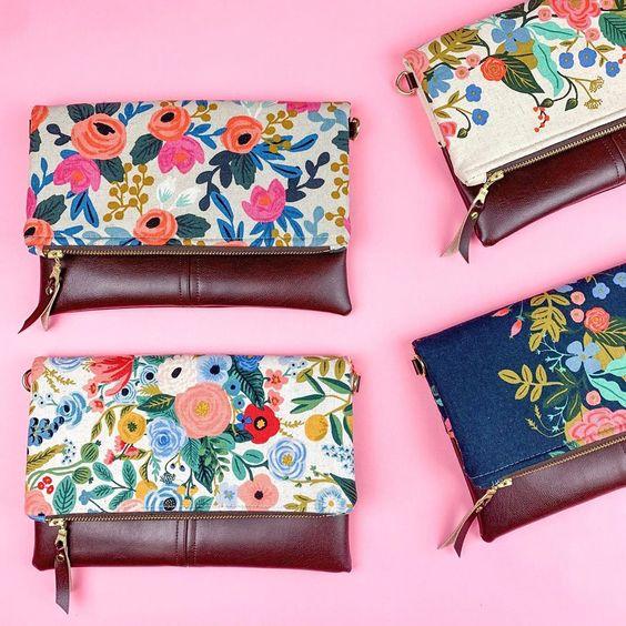 Imagen de producto: https://tienda.costuradiccion.com/img/articulos/secundarias13478-tela-les-fleurs-rosa-floral-loneta-crudo-media-yarda-2.jpg