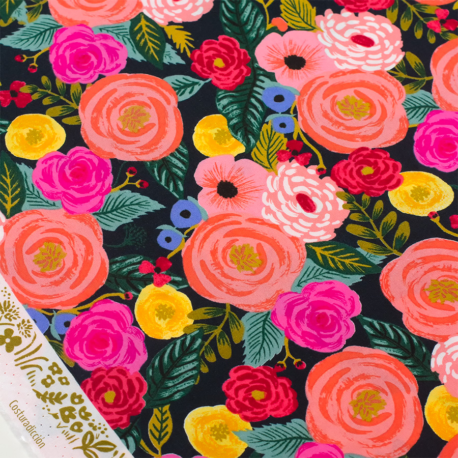 Imagen de producto: https://tienda.costuradiccion.com/img/articulos/secundarias13481-tela-rifle-paper-english-garden-juliet-rose-azul-marino-viscosa-media-yarda-1.jpg