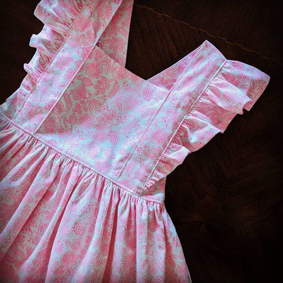 Imagen de producto: https://tienda.costuradiccion.com/img/articulos/secundarias13488-tela-rifle-paper-primavera-moxie-floral-rosa-neon-algodon-media-yarda-4.jpg