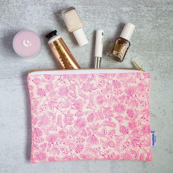 Imagen de producto: https://tienda.costuradiccion.com/img/articulos/secundarias13488-tela-rifle-paper-primavera-moxie-floral-rosa-neon-algodon-media-yarda-5.jpg