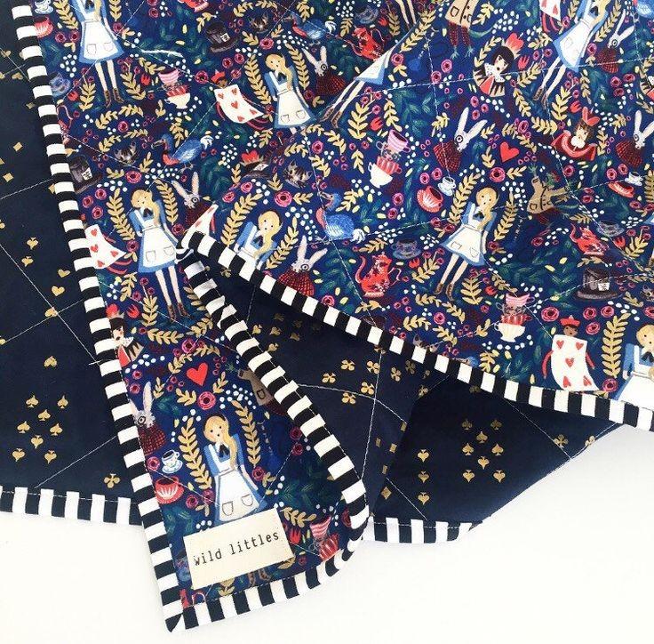 Imagen de producto: https://tienda.costuradiccion.com/img/articulos/secundarias13723-tela-rifle-paper-wonderland-negro-algodon-con-metalizado-media-yarda-4.jpg