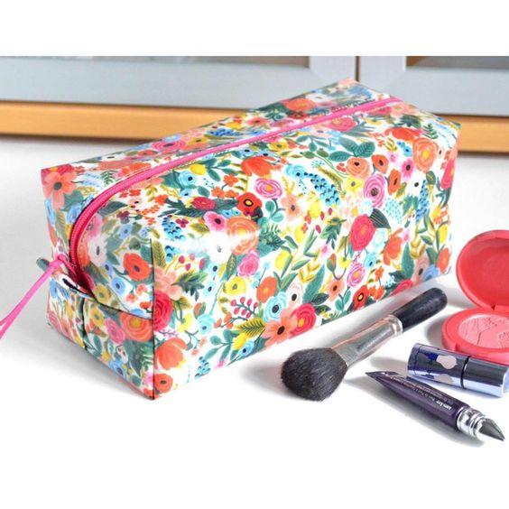 Imagen de producto: https://tienda.costuradiccion.com/img/articulos/secundarias14362-tela-rifle-paper-petite-garden-party-rosa-algodon-media-yarda-4.jpg
