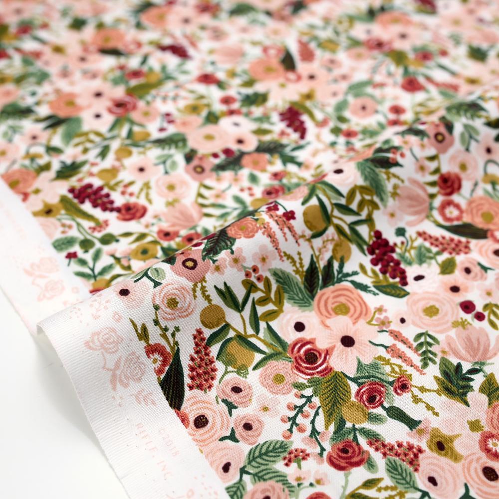 Imagen de producto: https://tienda.costuradiccion.com/img/articulos/secundarias14532-tela-rifle-paper-garden-party-rosa-algodon-medio-metro-1.jpg