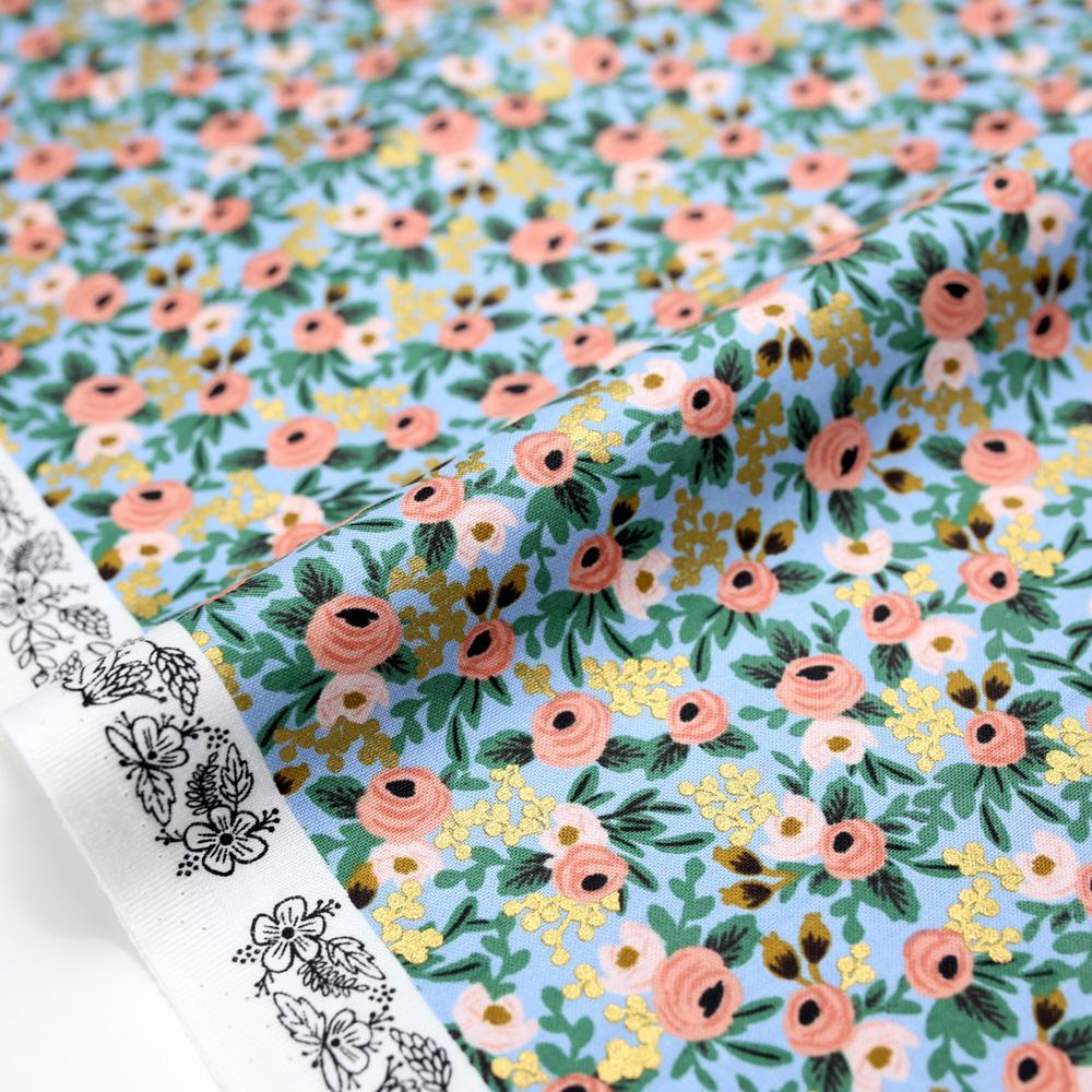 Imagen de producto: https://tienda.costuradiccion.com/img/articulos/secundarias14533-tela-rifle-paper-garden-party-chambray-azul-con-metalizado-algodon-medio-metro-1.jpg