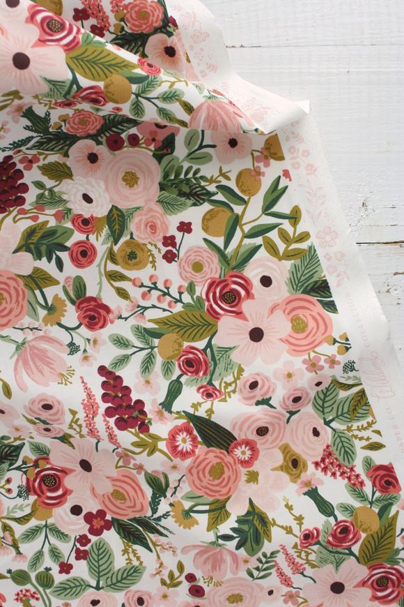 Imagen de producto: https://tienda.costuradiccion.com/img/articulos/secundarias14540-tela-rifle-paper-garden-party-rosa-algodon-50-x-55-cm-2.jpg
