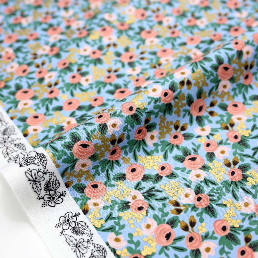 Imagen de producto: https://tienda.costuradiccion.com/img/articulos/secundarias14543-tela-rifle-paper-garden-party-chambray-azul-con-metalizado-algodon-50-x-55-cm-1.jpg