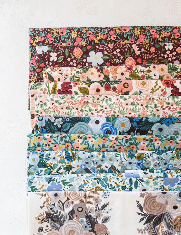 Imagen de producto: https://tienda.costuradiccion.com/img/articulos/secundarias14543-tela-rifle-paper-garden-party-chambray-azul-con-metalizado-algodon-50-x-55-cm-5.jpg